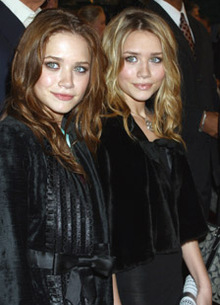 Mary-Kate and Ashley Olsen/ Picture Posing